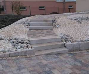 In out concept marche bloc granit et pav sarreguemines for Bloc marche escalier